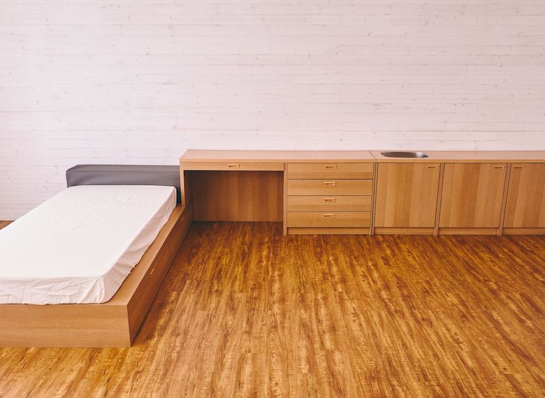 カスタマイズしたくなるシンプルな室内。
